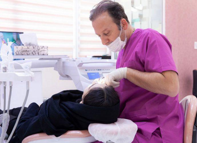 دکتر رضا نادری: دندانپزشک در تهران